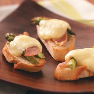 crostini al prosciutto e asparagi