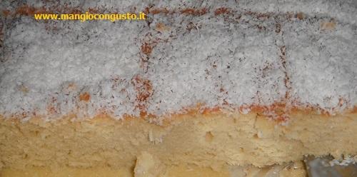 una porzione di bolo gelado