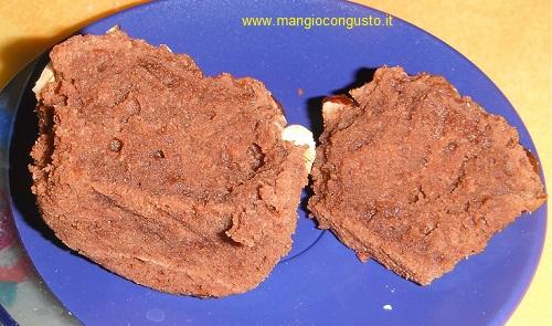 un muffin alla nutella aperto