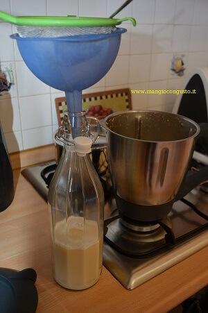 filtrare il latte d'avena