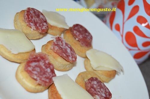 stuzzichini con formaggio e salame