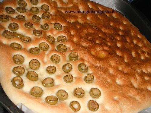 schiaccia senza glutine con olive