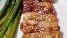 tofu in salsa teriyaki con asparagi